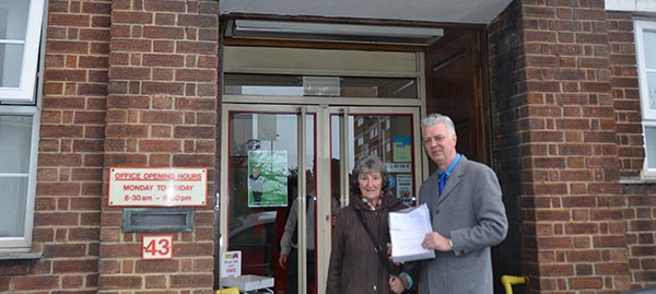 Brighton Kemptown candidate joins resident to present bus petition