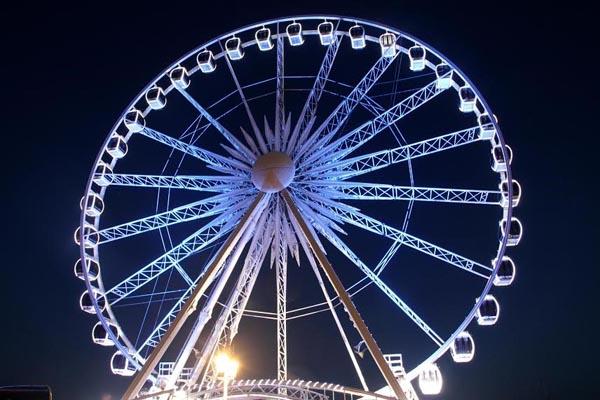 Brighton Wheel lights up for ME