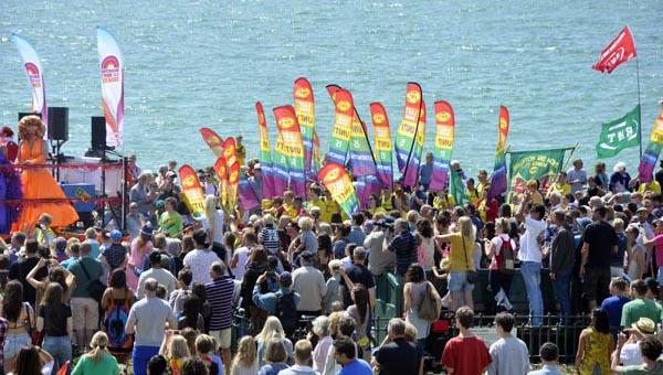 BRIGHTON PRIDE PICTURE DIARY: Hove promenade and the sea