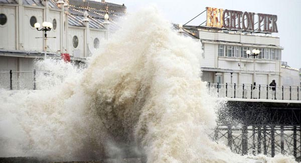 Be safe this Christmas – stay away from the sea!