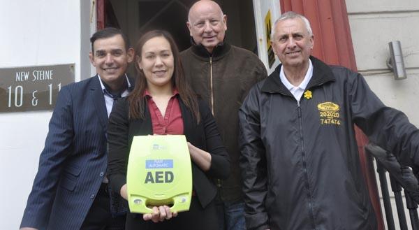 Streamline Taxis donate defibrillator