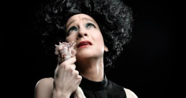 REVIEW: Pink Fringe: La Poule Plombee