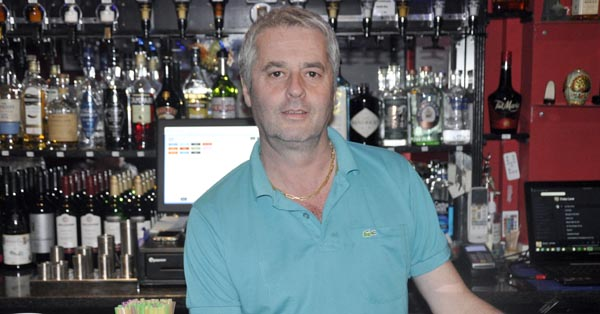 Who's the boss behind the bar @The Grosvenor Bar?