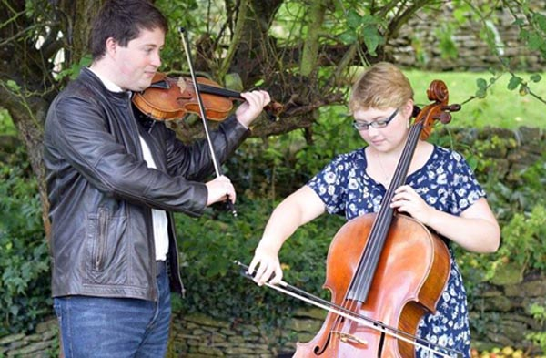 Celtic Folk Duo preview Fringe concerts to promote music education