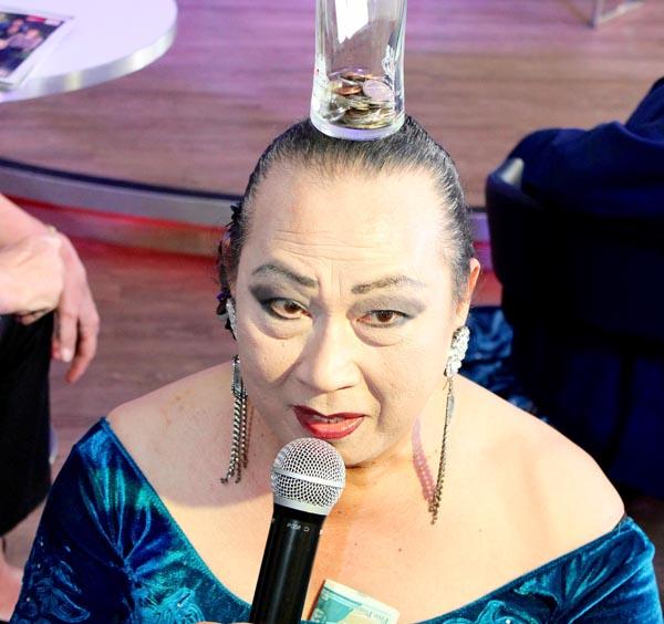 Lady Imelda sings for slain policeman