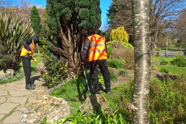 From fence laying to hedgerow cutting……offenders put to work in Brighton parks