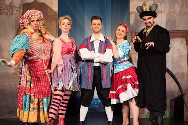 REVIEW: Dick Whittington and his cat! @Ropetackle Arts Centre