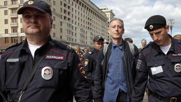 Tatchell released in Moscow