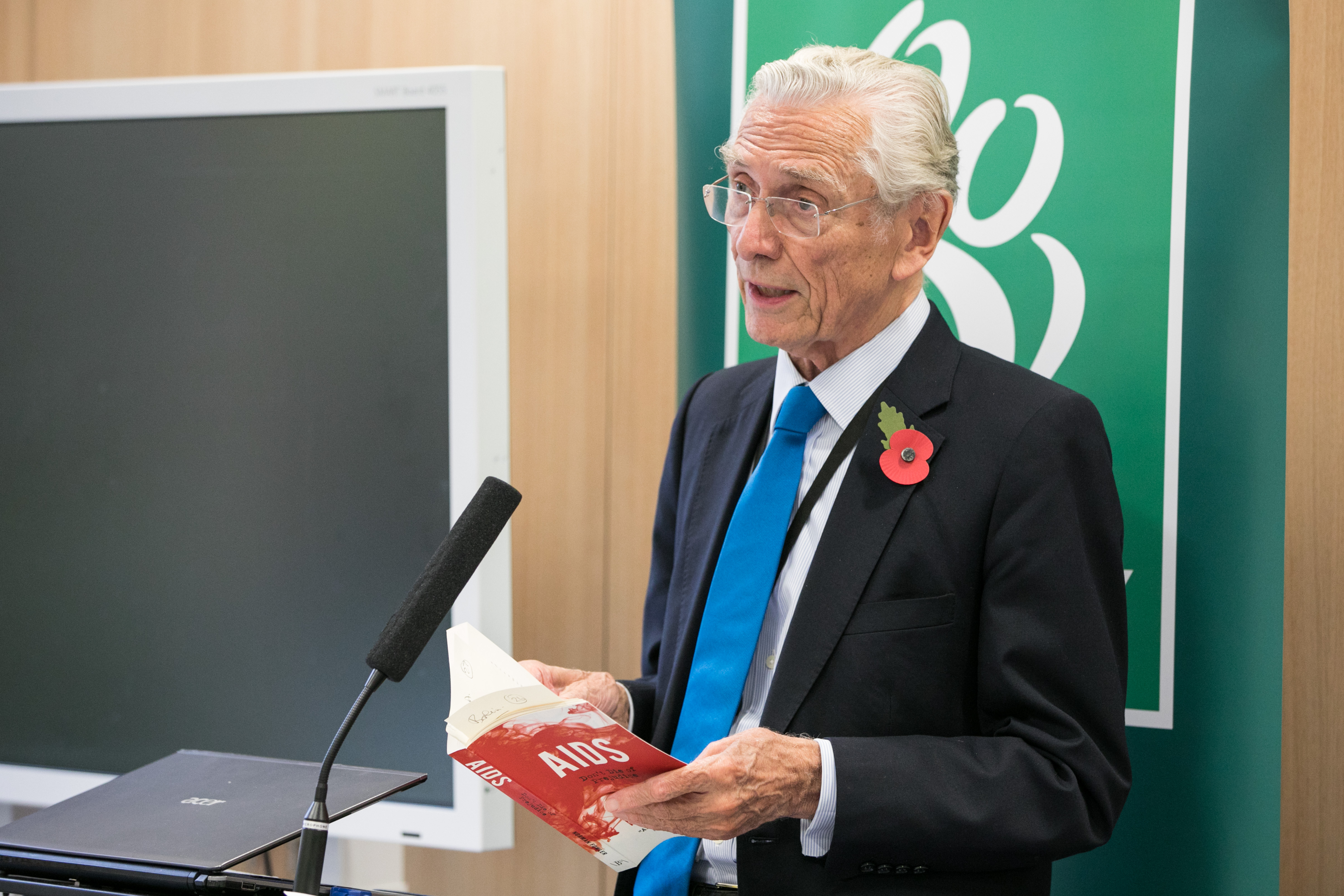 Lord Fowler visits Mildmay Hospital