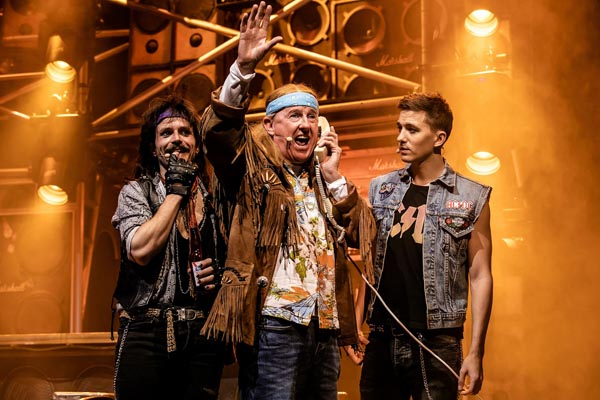 MUSICAL THEATRE REVIEW: Rock of Ages the Musical @Congress Theatre, Eastbourne