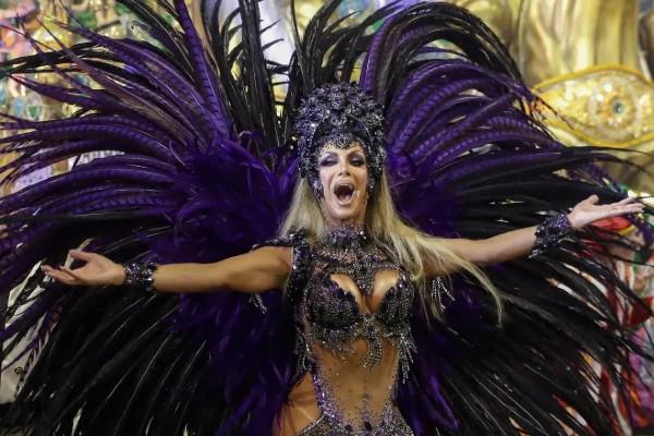 Transgender dancer breaks San Paulo Carnival parade taboo