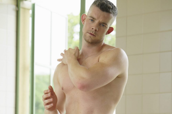 P/REVIEW: New Russell Tovey dance video