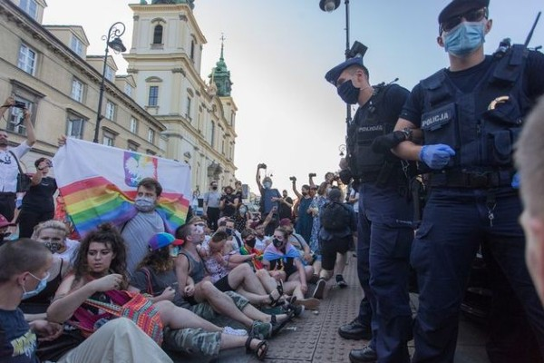 Poland proposes bill to ban Pride events