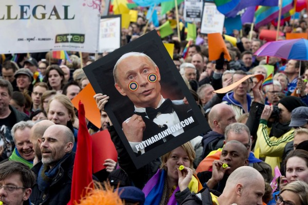 Russia intensifies crackdown on same-sex marriage
