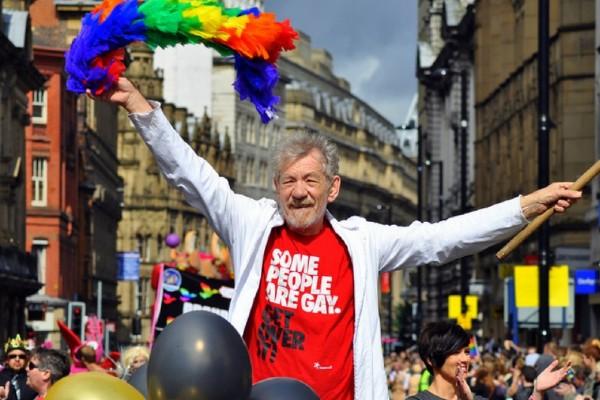 Ian McKellen shares message of support for JoJo Siwa